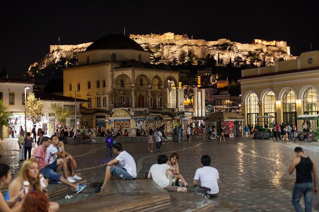 Grecia Atenas plaza Monastiraki Lolanoviajasola