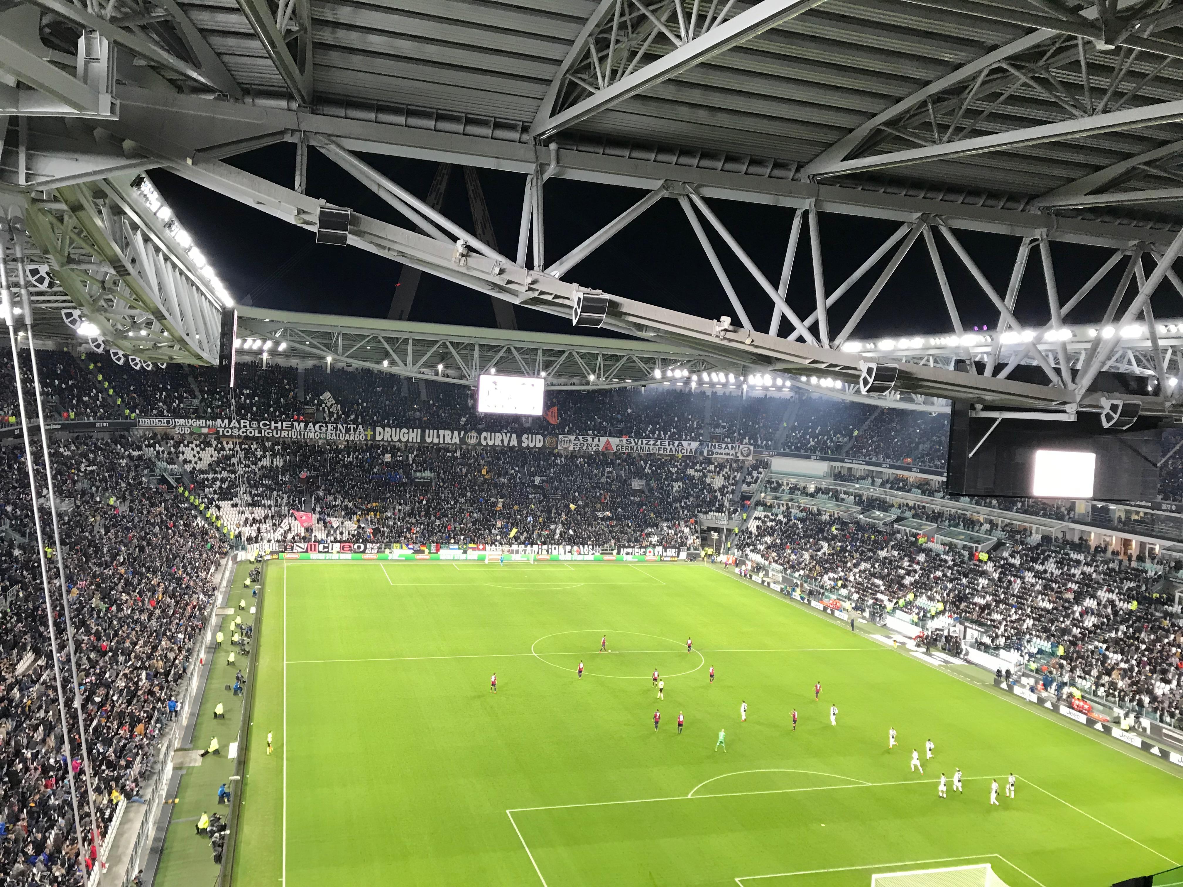 lolanoviajasola turin estadio